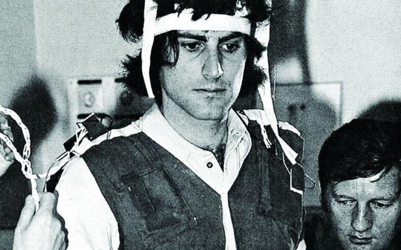 Uri Geller med znanstvenim testiranjem v bolnišnici Foch v Franciji