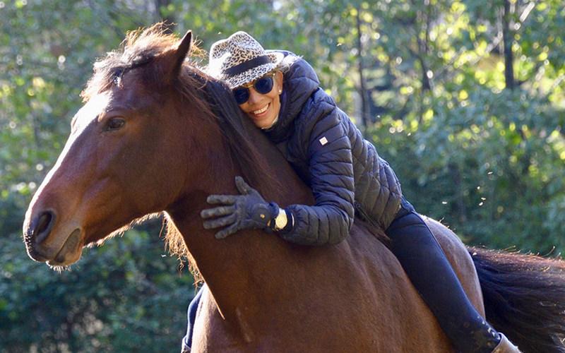 Alexandra Rieger s terapevtskim konjem
